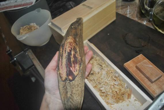 Строгание кацуобуси из тушек сушеного тунца бонито