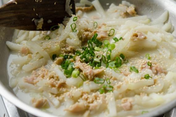 Запекаем картофель со сметаной в фольге