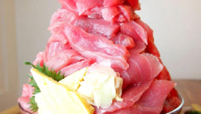 Ресторан Жар-Птица в Токио предлагает гигантский сашими.