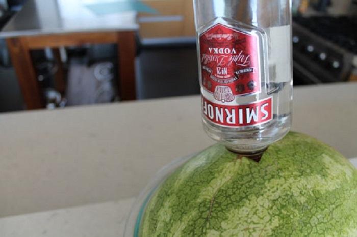 Как сделать арбузную водку - Секрет мастера