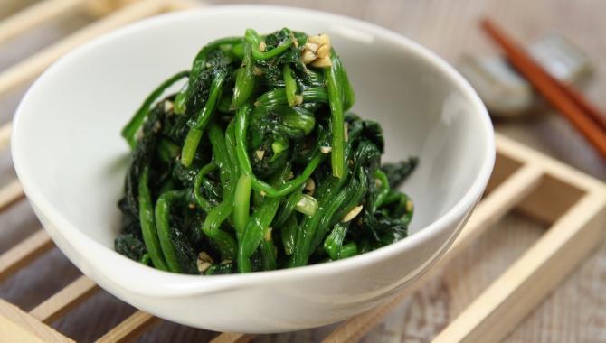 Салат из шпината с кунжутом - пошаговый рецепт