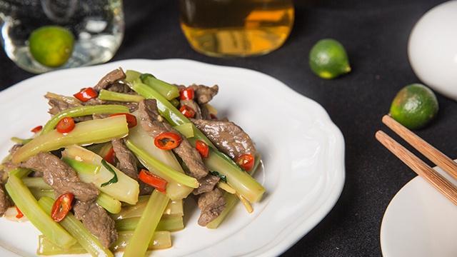 Жареная говядина с сельдереем - Видео-рецепт