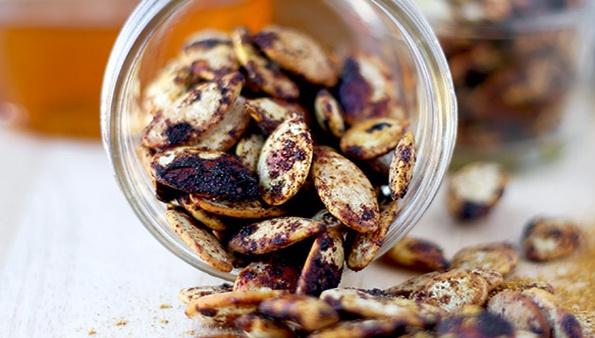 Пряные жареные тыквенные семечки - Пошаговый рецепт