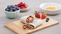 Ролл из тортильи с клубникой и нутеллой - пошаговый рецепт