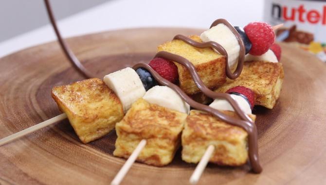 Шашлык с хлебом, фруктами и нутеллой - пошаговый рецепт