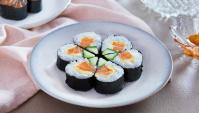 Суши роллы с лососем и огурцом в виде цветка - пошаговый рецепт