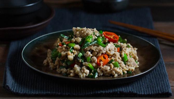 Жареный свиной фарш с китайским шнитт-луком и черными бобами - пошаговый рецепт