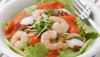 Салат с морепродуктами и лапшой - Рецепт