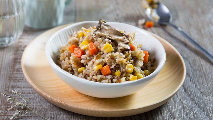 Рис с говядиной и грибами, приготовленный в рисоварке - пошаговый рецепт