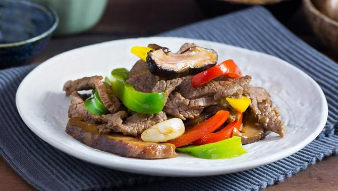 Жареная говядина с грибами и болгарским перцем - пошаговый рецепт