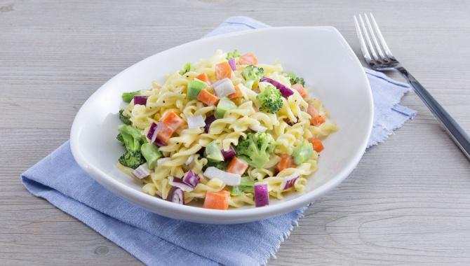 Летний салат из макарон с заправкой из меда и горчицы - пошаговый рецепт