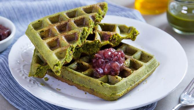 Вафли брауни с зеленым чаем матча и красными бобами - пошаговый рецепт