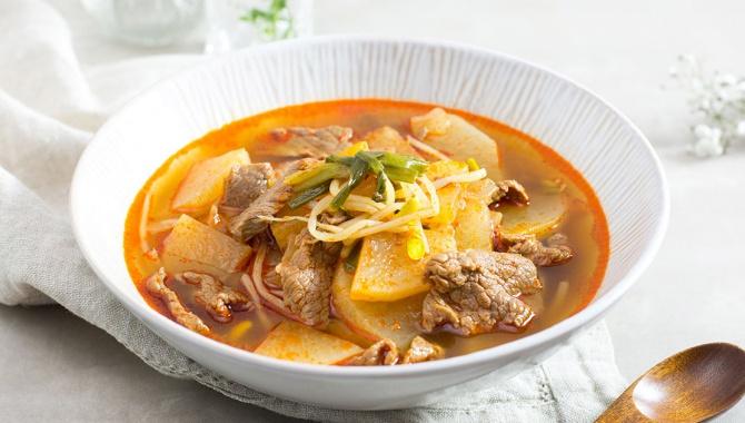 Острый суп с говядиной и дайконом - пошаговый рецепт