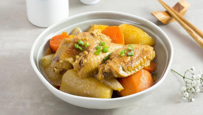 Тушеный дайкон с куриными крылышками - пошаговый рецепт