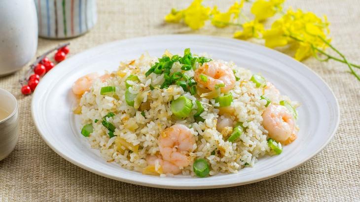 Жареный рис с креветками и сушеными гребешками - Рецепт
