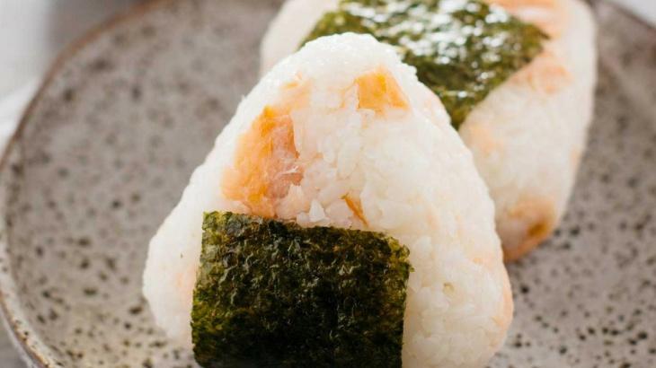 Онигири с соленым тунцом сиодзаке - Рецепт