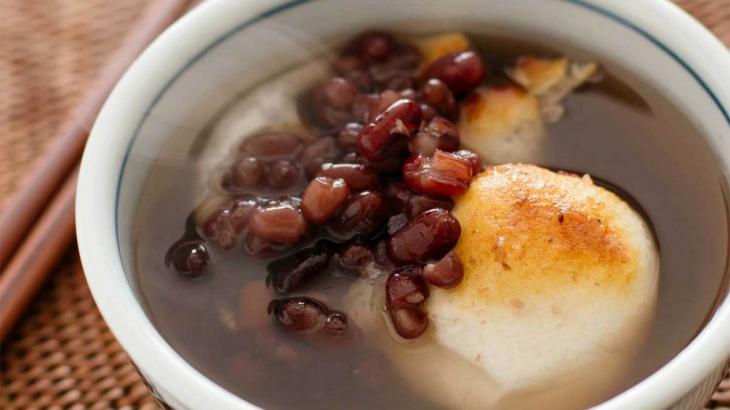 Суп с пастой анко и рисовыми лепешками моти - Рецепт