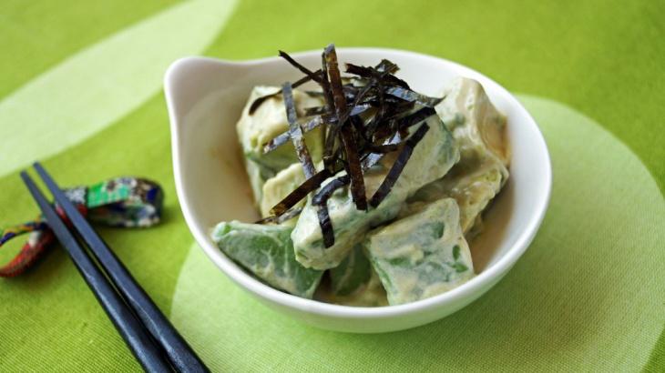 Салат с авакадо и заправкой из васаби - Рецепт