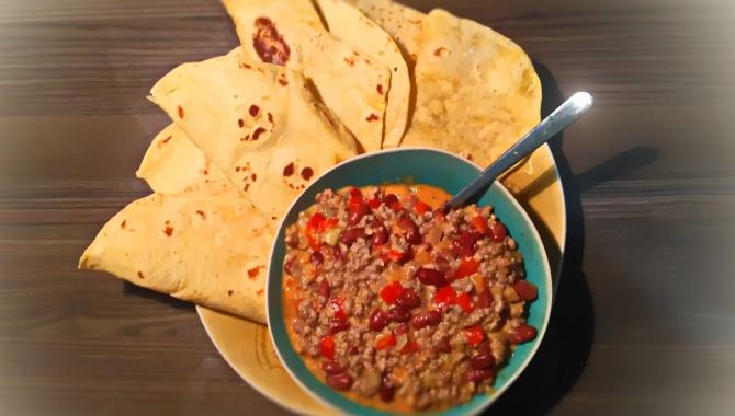 Фахитос. Тортилья с фахитос. Мексиканская кухня.