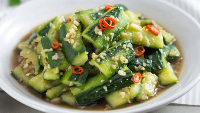 Салат с огурцом и чесноком - пошаговый рецепт