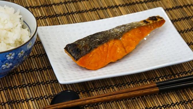 Сиодзакэ – жареный соленый лосось - Рецепт