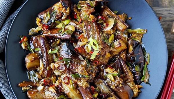 Баклажаны с чесноком и соусом - пошаговый рецепт