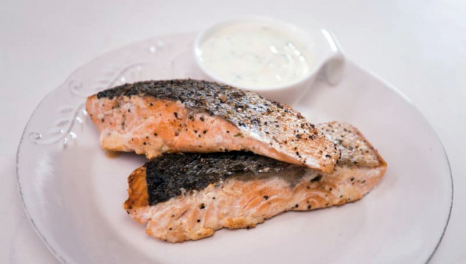 Жареный лосось с соусом - пошаговый рецепт
