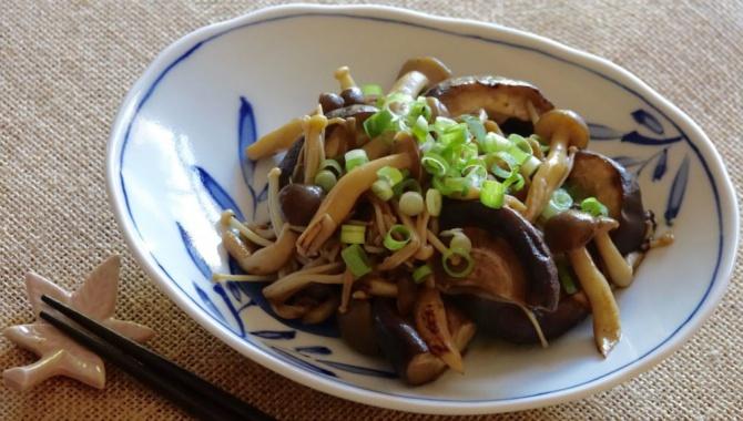 Жареные грибы со сливочным соевым соусом - Видео-рецепт