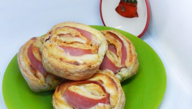 Простые булочки с ветчиной и сыром