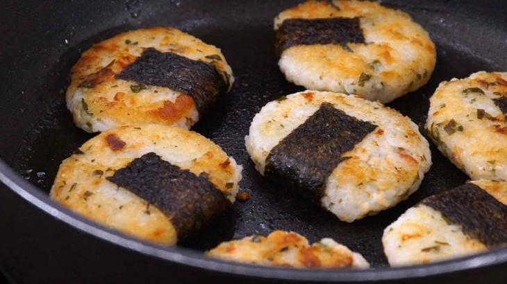 Сэнбей с комбу и лососем - пошаговый рецепт