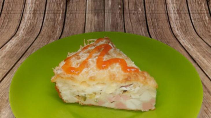 Заливной пирог с яйцами, колбасой и зеленым луком - Рецепт