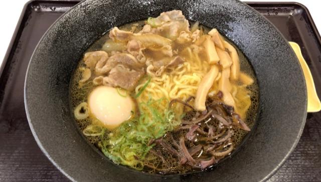 Рамэн в Yoshinoya? Теперь это блюдо появилось там, и это прекрасно!