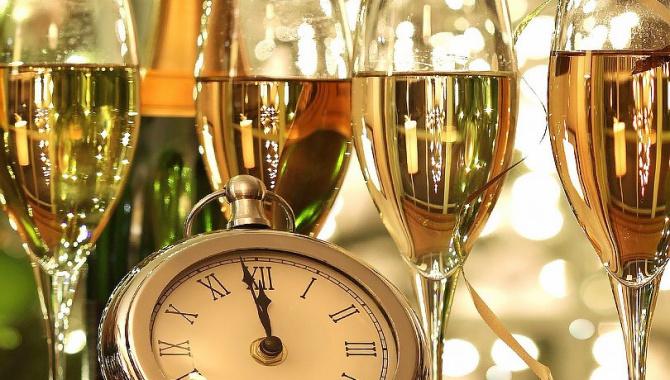 Шампанское – популярный символ Нового года