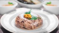 От пищи для простолюдинов до изысканного блюда: история холодца в России
