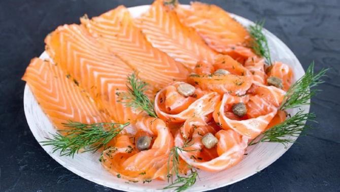 Почему лосось на самом деле не красная рыба? Этот и другие факты о деликатесе
