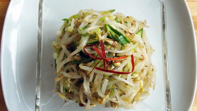Блюдо из бобовых ростков Мунг