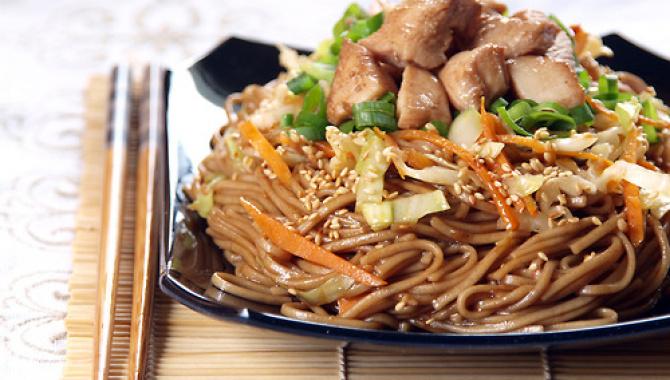 ЯКИСОБА | WOK | Японская гречневая лапша с курицей и