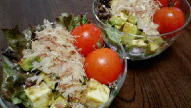 Салат из сыра и авокадо с васаби соусом
