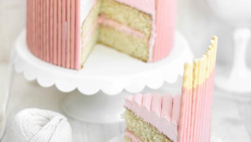 Розовый торт с ванилью и Pocky