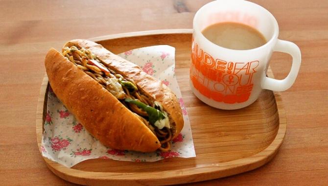 Булочка с лапшой или хотдог по-японски / 焼きそばパン