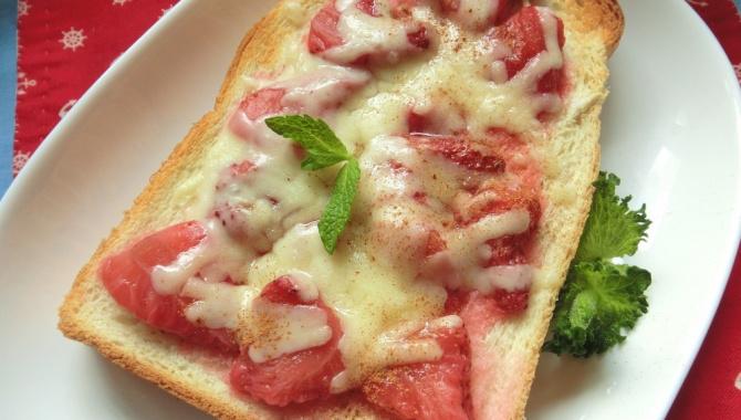 Клубничный сырный тост