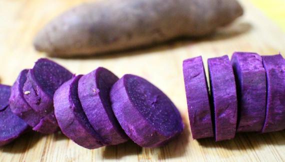 Рулет с зелёным чаем и фиолетовым бататом / 抹茶紅芋ロールケーキ
