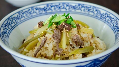 Миска риса с говядиной и редькой - пошаговый рецепт