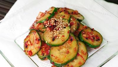 Острый огуречный салат - пошаговый рецепт