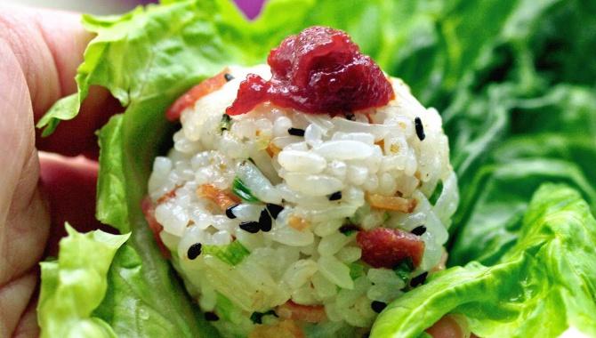 Рисовые шарики с беконом - пошаговый рецепт