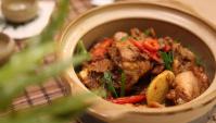 Жареная курица с крабовым мясом и имбирём, приготовленные в глиняном горшке - пошаговый рецепт
