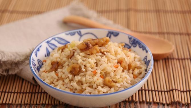 Коричневый рис с грецкими орехами - пошаговый рецепт