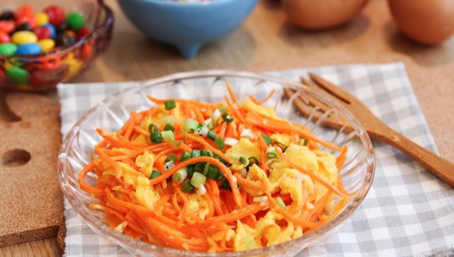 Жареное яйцо с морковью - пошаговый рецепт