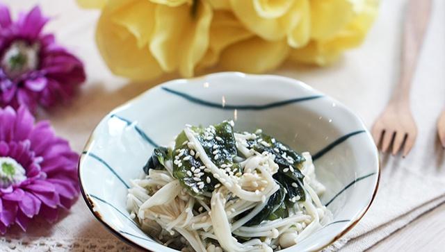 Грибы эноки с водорослями в соевом соусе - пошаговый рецепт