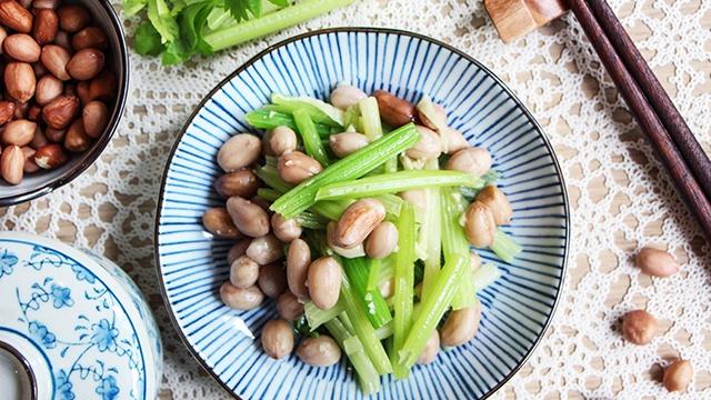 Китайский сельдерей с арахисом - пошаговый рецепт